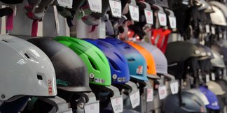 What to look for in a ski helmet - ©Edge & Wax