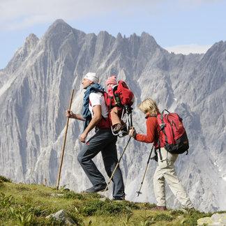 Auf dem Weg zur Kaltenberghütte in St. Anton am Arlberg, im Hintergrund die Lechtaler Alpen - ©Thomas Klimmer