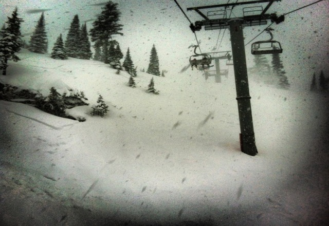 its not raining today.  its a powday.  32 cm overnight and abother 8-10 so far today.