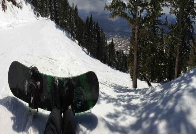 Nice spring conditions. Good snow, a little soft,  V light use. not many rocks yet.