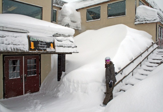 Incredible snow.  Over 17 feet!!