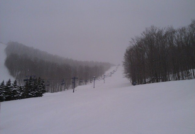 Fresh powder snow 28F/-4C, good conditon friendly people, it's great here!