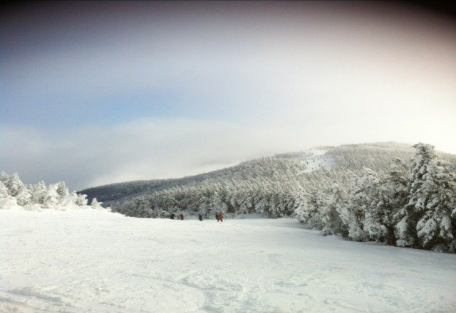 Taken on 12/28/12. Amazing conditions today, lots of powder, and great riding. By noon it was getting rough. Try to stay off the main lines for smoother conditions. Be aware of novice skiers and borders who don't know the proper etiquette for staying to the sides when slowing down. Please pay attention to others in your surroundings.