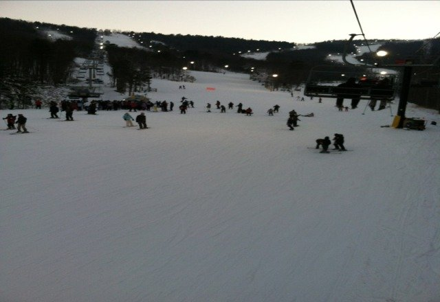 great snow!!! lots of people!! no bare spots!!