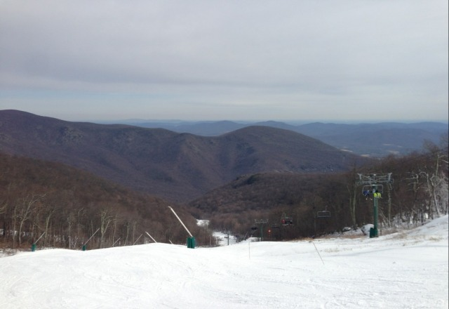 Top of Highlands this past weekend. New snow guns make soft snow. Made some nice turns. Good conditions.