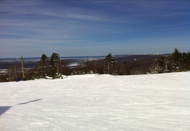 A glorious Presidents Day weekend with 6 inches of powder & short lift lines . This was a perfect ski vacation. :-)