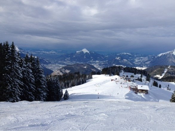 Great conditions at the top but needs another snow dump or two to open all the runs...