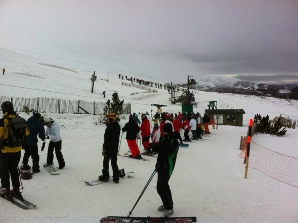 Too many people, not enough mountain open, queues everywhere!!