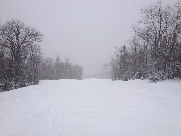 Snowing all morning! Bot to much wind. Great slopes in most spots. Rumor open from goat path only. Photo is from Sagamore...mix of bumps and whatnot with lots I fresh snow! Wunnaful!