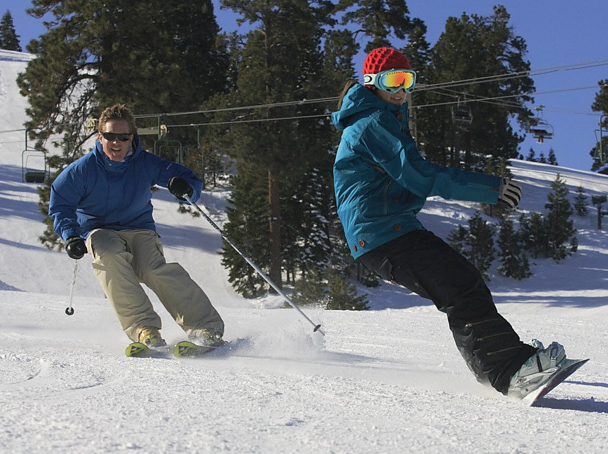 Enjoy an atypical date on the slopes this Valentine's Day at Bear Mountain or Snow Summit and save.  - ©Bear Mountain