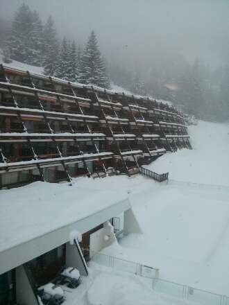 Snowing again. Super skiing conditions throughout resort.