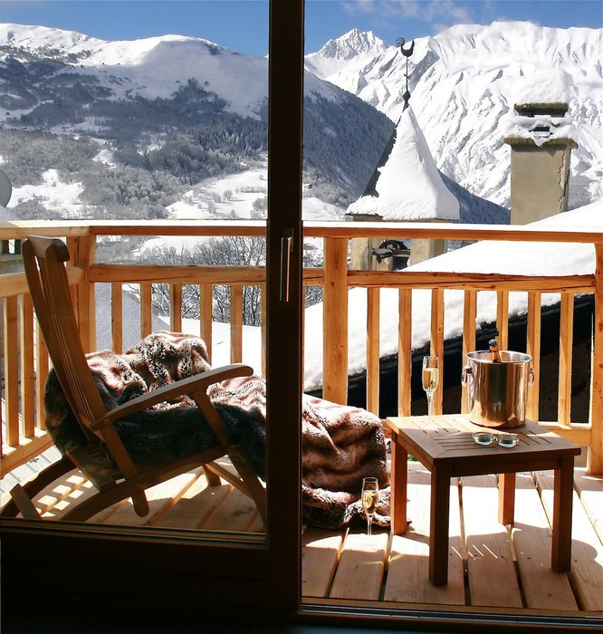 Abode living room balcony - ©the alpine club @ Skiinfo Lounge