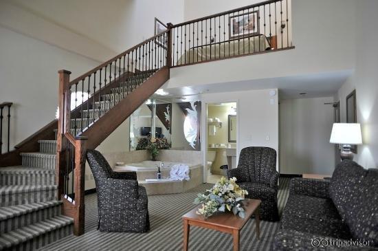 Monte Carlo Inn - Barrie Suites