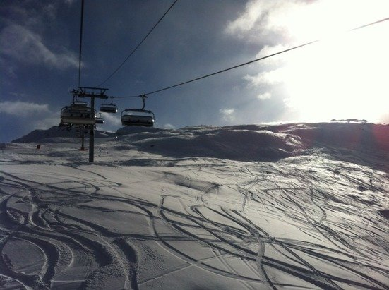 Perfect pistes and powder up high. Klein Matt and gornergrat to gant excellent. Blue skies too. Needs snow down below as not able to ski to bottom of furi and sunnega. Please snow in the village area, soon ..!!