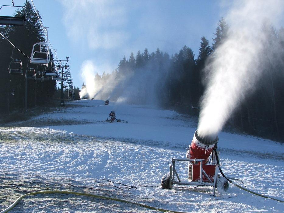 Snow making at Raliska, CZ (Dec 10, 2014) - ©Rališka