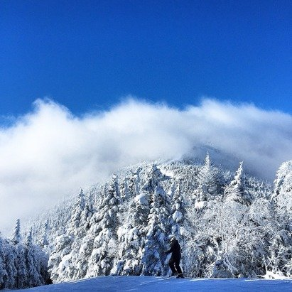 Today's conditions were fairly nice. The summit was quite foggy although there was some pow left over from the snow during the day. No terrain parks are set up.