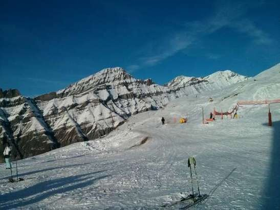 2 blue and 1 black runs open, plus some off piste skiing. On the plus side, it's not crowded at all.