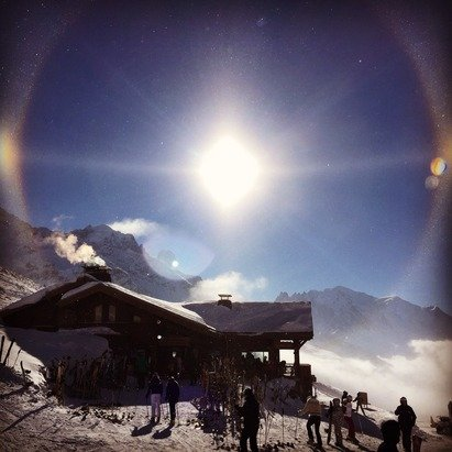 Sun halo at Vallorcine. Clear skies. A fun day on the hill.
