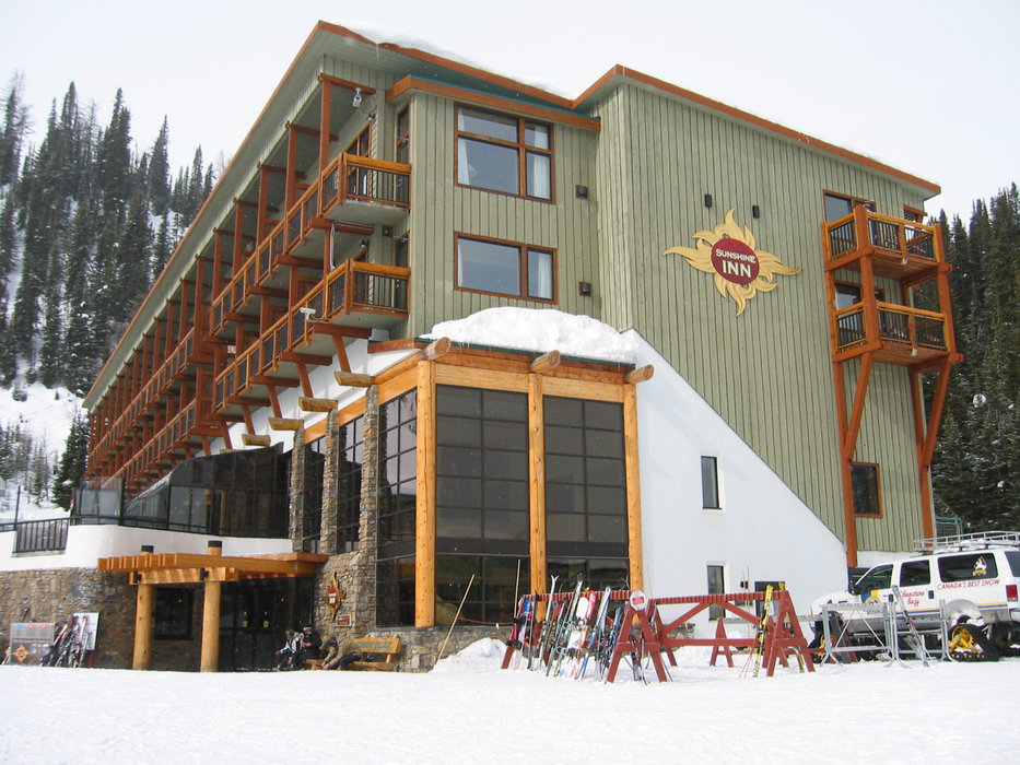 Outside view of Sunshine Inn in Banff