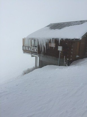 Fresh snow and today fresh air.! Limited visibility up top but otherwise excellent.!