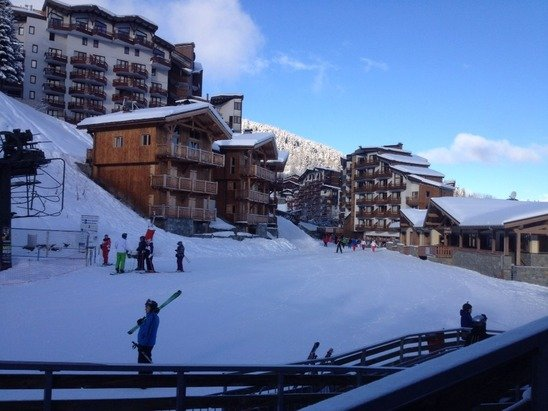 Brilliant snow all the way down to La Tania!