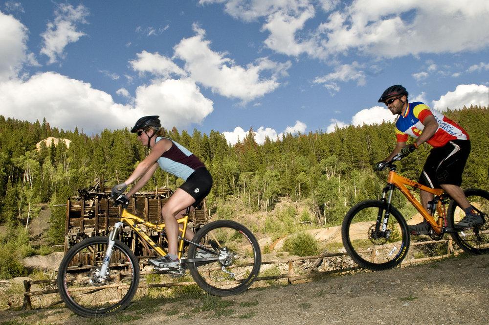 Mountainbikers in Breckenridge. Image by Carl Scofield.