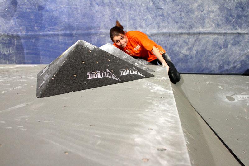 Sieht schwer aus und war es auch: Im Halbfinale scheiterten die Damen gleich reihenweise an den harten Bouldernüssen - ©bergleben.de