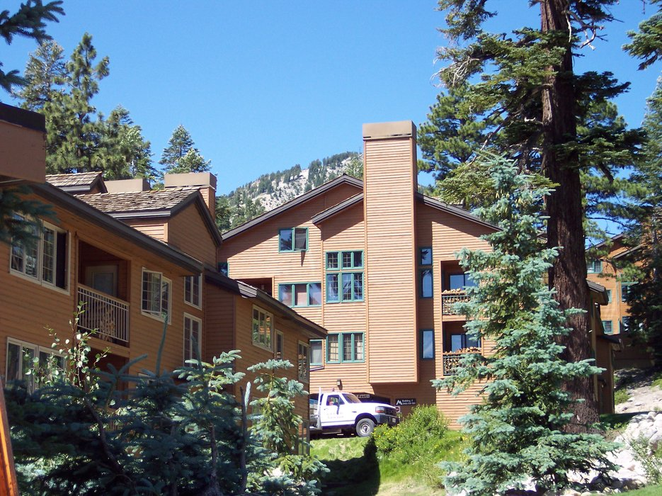 An exterior view of Mountainback Condos.