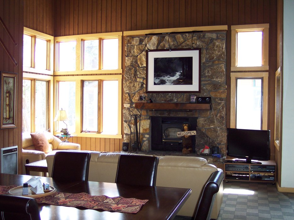 A living space with fireplace in the Mountainback Condos.
