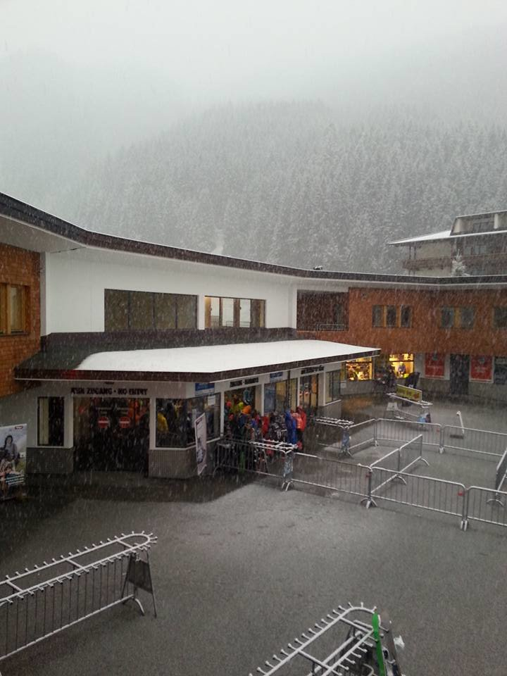 Schon im Tal schneit es am Hintertuxer Gletscher am Morgen des 23.09.2015 - ©Facebook Hintertuxer Gletscher
