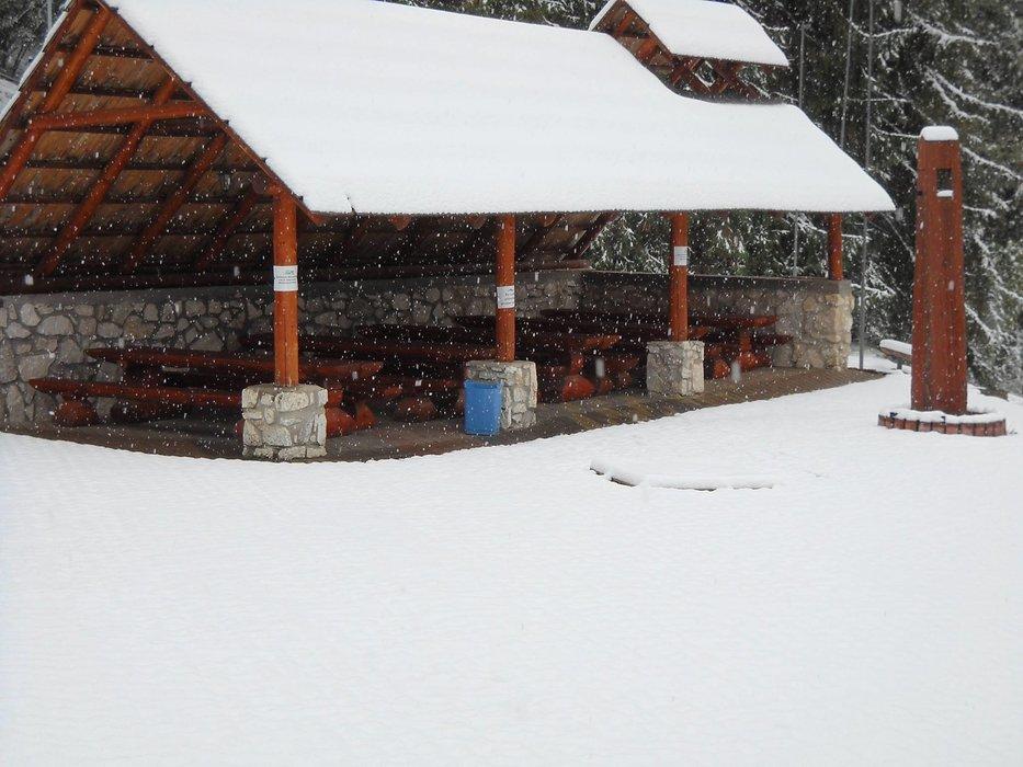 Fresh snow in Porač Park relax & sport 12.10.2015 - ©Facebook Porač Park relax & sport