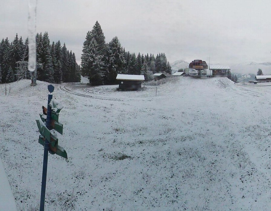 Wake up with snow at Crest Voland (October 16, 2015)