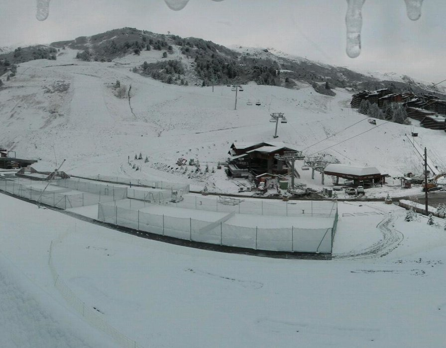 Wake up with snow at Meribel (October 16, 2015)