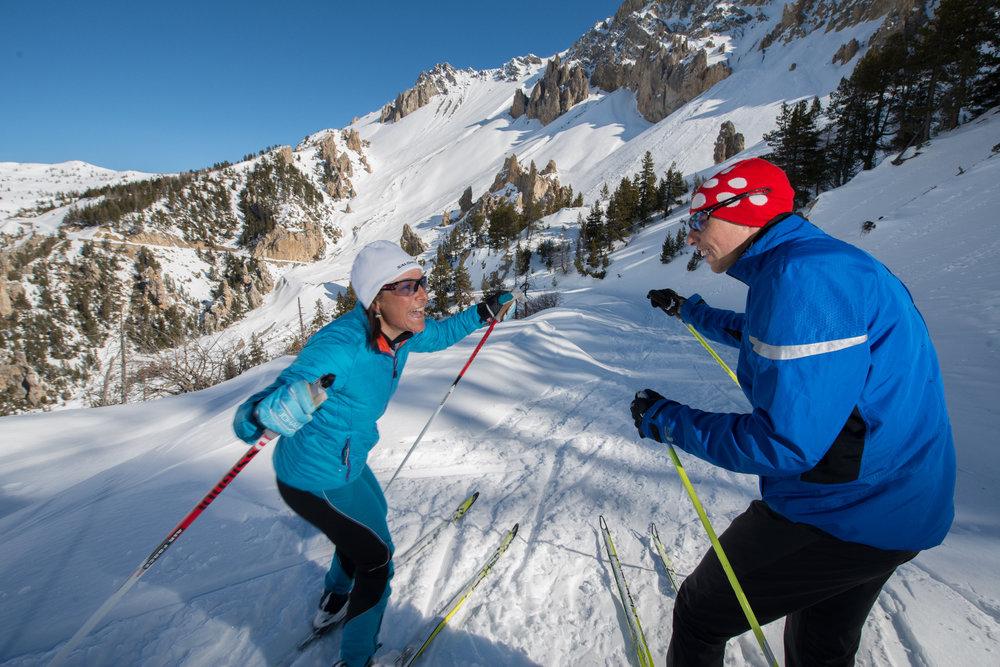 En hiver, les routes des cols du Queyras se transforment en pistes de ski nordique - ©M. Molle / OT du Queyras