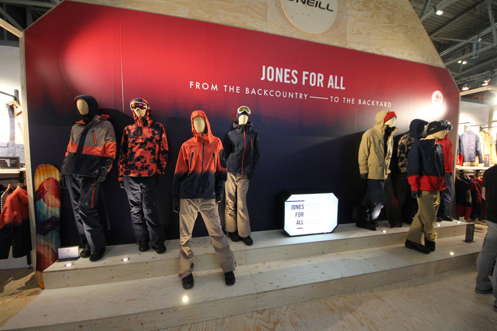O´Neill stelt de nieuwe Jeremy Jones-collectie voor. - ©Skiinfo