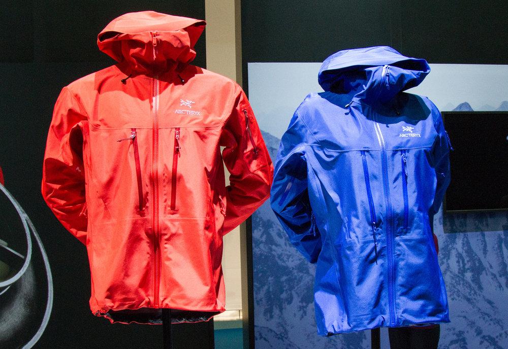 Arc´teryx maakt zijn succesvolle Alpha SV-jacket 90 gram lichter. - ©Skiinfo
