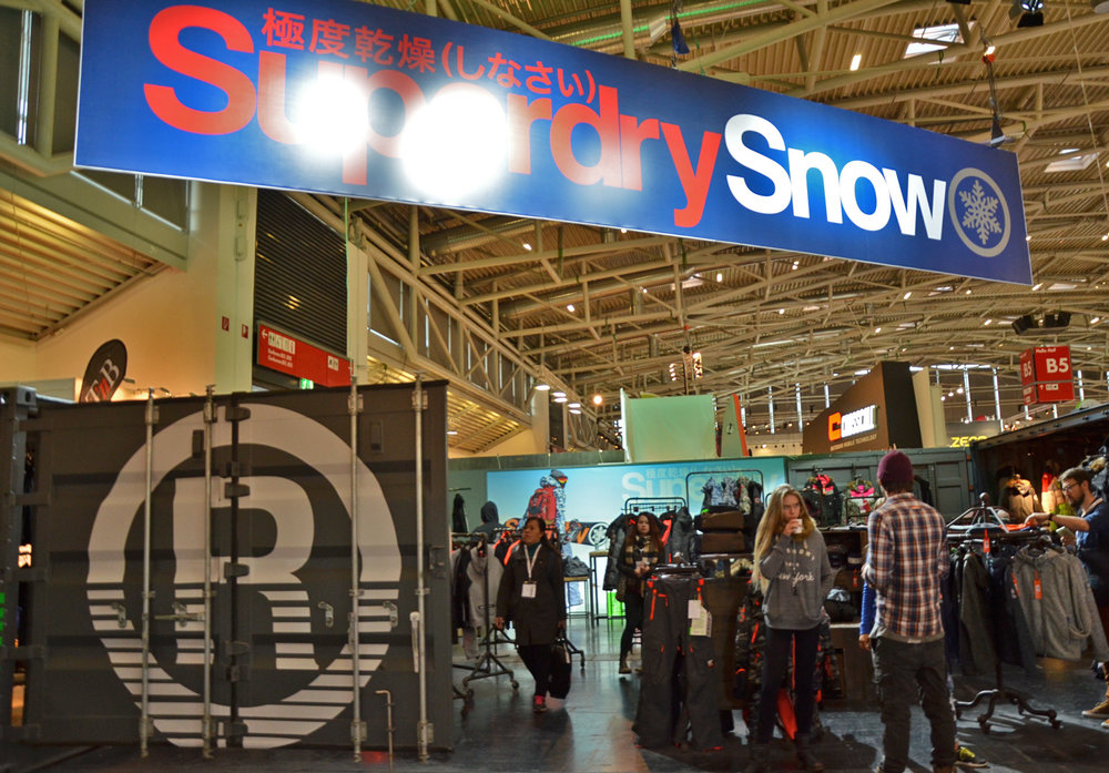 Fashion-Label SuperDry brengt echte skikledij. - ©Skiifno