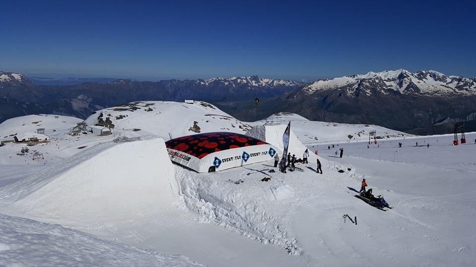 236cm at 3200m Les 2 Alpes June 27, 2016 - ©Arnaud Guerrand