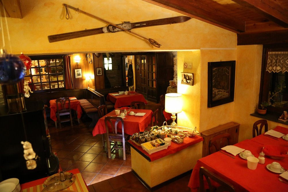 Hotel perruquet cervinia breuil for Hotel meuble furggen