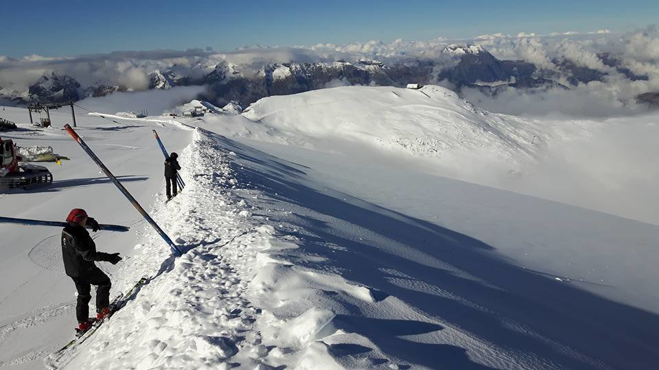 Preparing the pistes in Les 2 Alpes 18.10.16 - ©Pisteurs Secouristes Les 2 Alpes