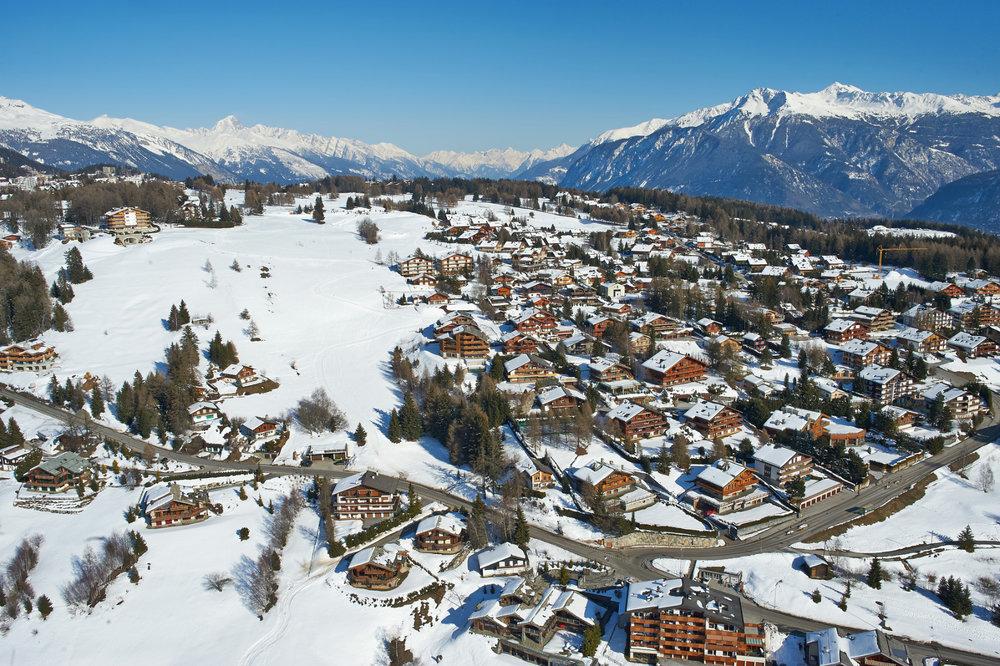 Vue aérienne de la station de ski de Crans Montana - ©Crans-Montana Tourisme & Congrès