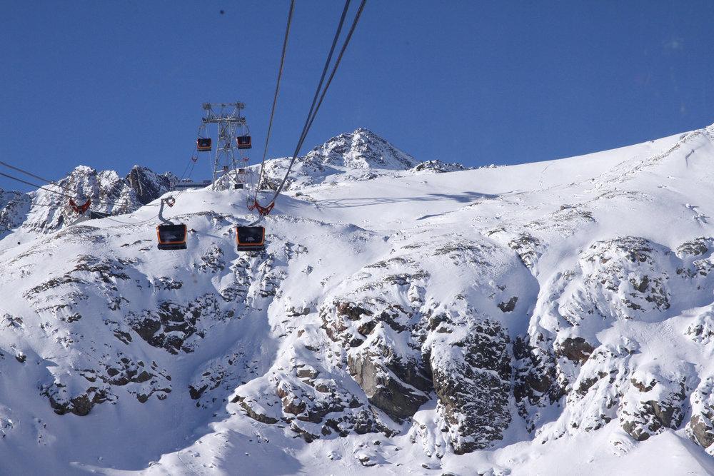 Auf dem Weg zum Eisgrat hat man aus den Gondeln dank Panoramafenstern eine tolle Aussicht - ©Skiinfo