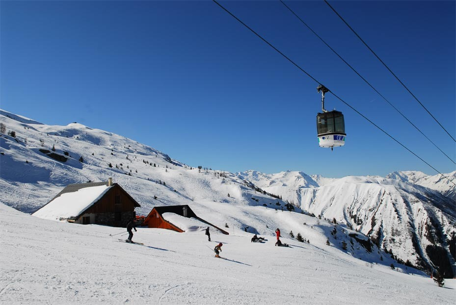 Gondola over Oz en Oisans, France.