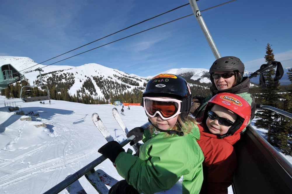 Family on chairlift at Marmot Basin, Alberta. Image by Marmot Basin AB.