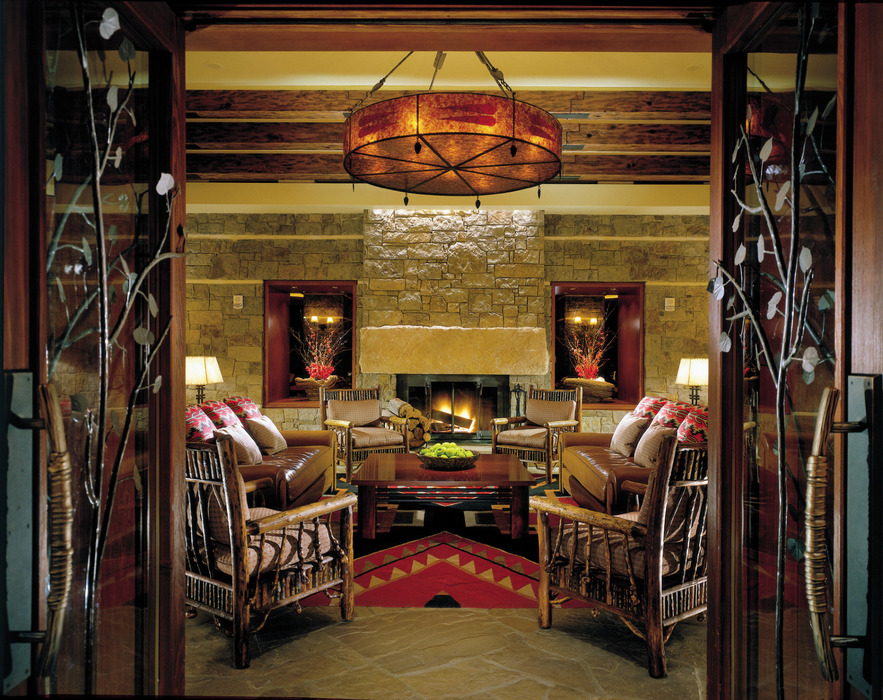 After a long day of skiing the lobby at the Four Seasons is perfect to kick back a cocktail and enjoy a few good laughs.  - ©Four Seasons Resort, Jackson Hole