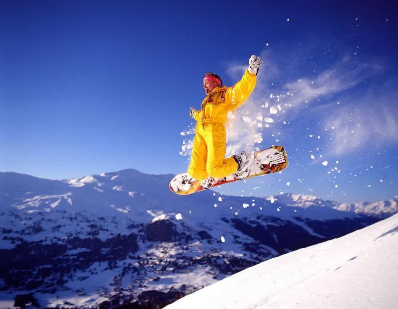 A snowboarder trailing powder at Lenzerheide.