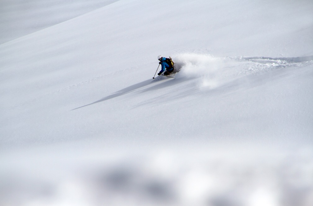Jørgen Jørgensen kører pudder - ©Jeppe Hansen, Surfline