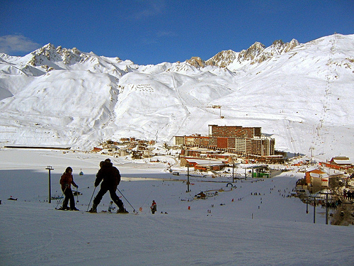 Mountain-top location of Tignes-Le-Lac