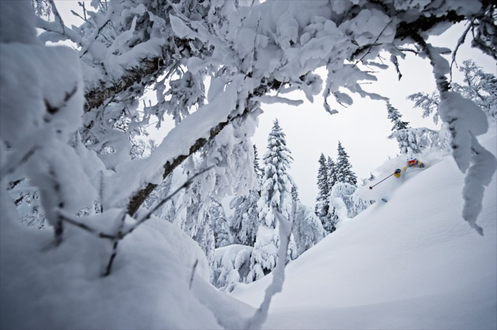 Last winter was amazing in my home town of Åre, Sweden. After a slow start the snow started to fall heavily around Christmas. Tegefjäll is one of five ski areas in the valley and it offers pillows, amazing tree skiing and the best part; very few good skiers know about it. My friend David Kantermo kn