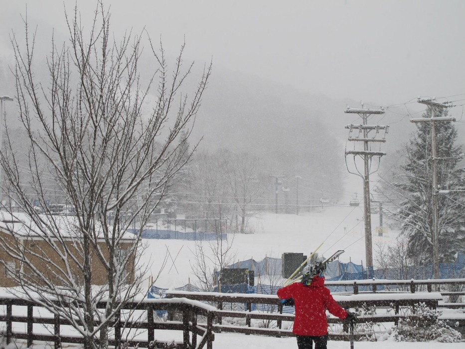A skier heads to the slopes for fresh snowfall. Photo Courtesy of Stoneham Mountain Resort.